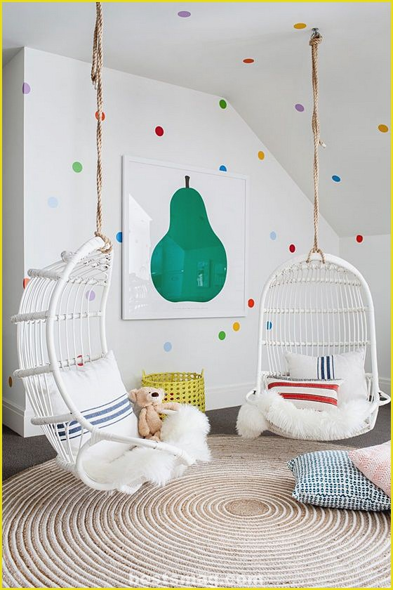 Children's wall decorated with polka dots