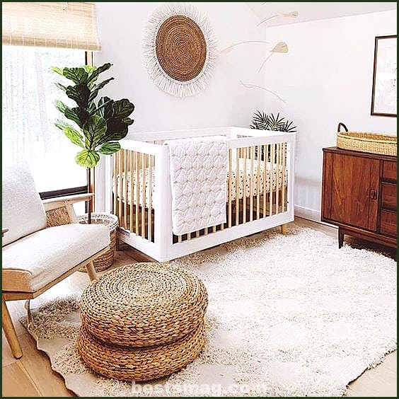 Baby rooms in white and wood