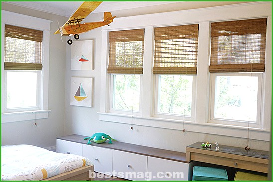 A child's bedroom decorated in neutral colors
