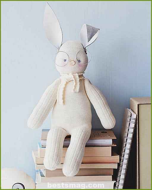 How to make Easter bunnies out of socks