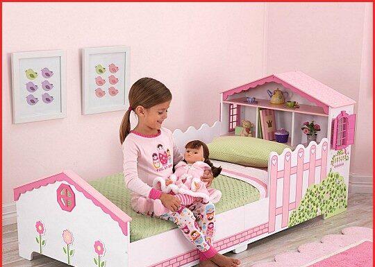 cama casita de muñecas