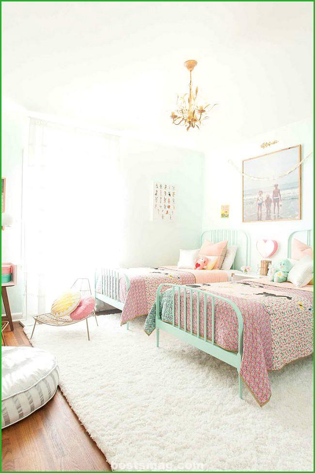 room-girl-1